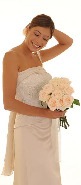una sposa di Giuliana Orsini indossa un vestito di Giuliana Orsini - Trento